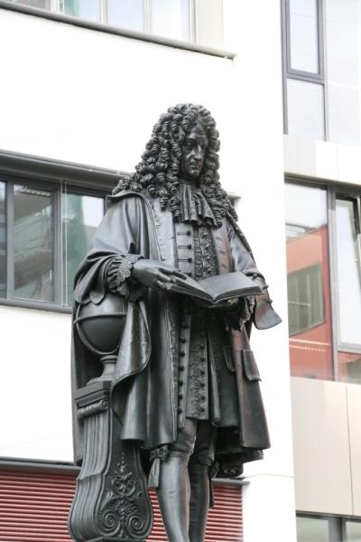 Leibniz-Denkmal